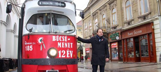 Búcsú a bécsi villamosoktól Miskolcon