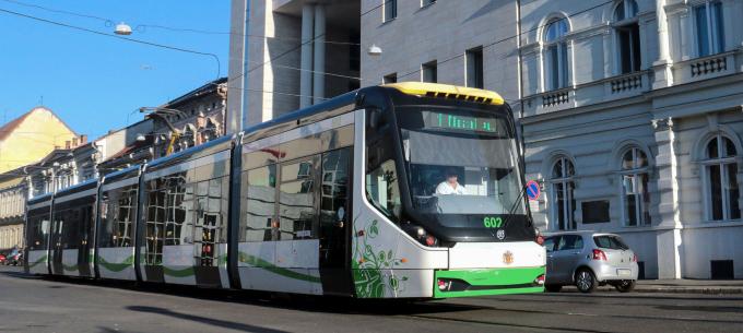 Országos tendencia az utasszám csökkenés és a rendkívüli menetrendek bevezetése a helyi közösségi közlekedésben