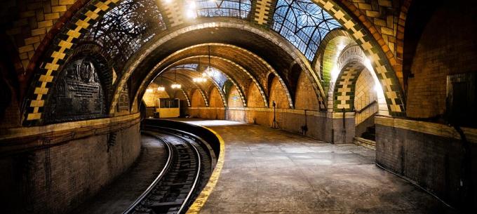 Elfelejtett, gyönyörű metróállomások