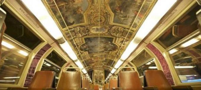 Közösségi közlekedés a világban: a Versailles-i kastély a párizsi metrón