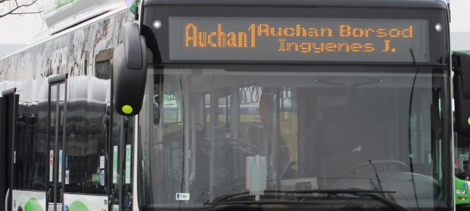 Pénteken nem fehér-zöld buszok közlednek ingyenes áruházi járatként