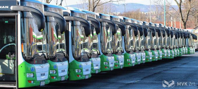 Tíz darab elektromos autóbuszt szerez be az MVK