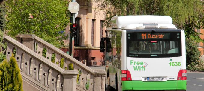 Egy nappal tovább marad ideiglenes helyén a 11-es busz megállója