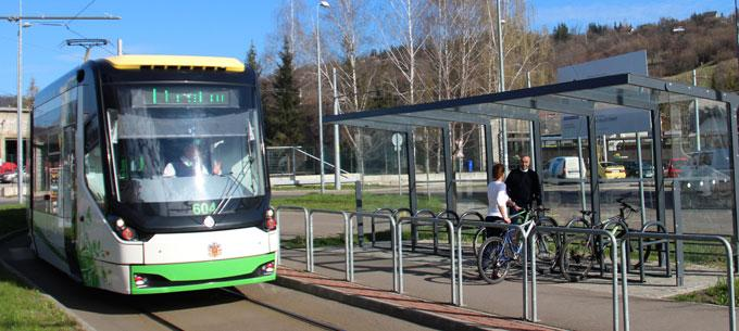 Cycling to public transport