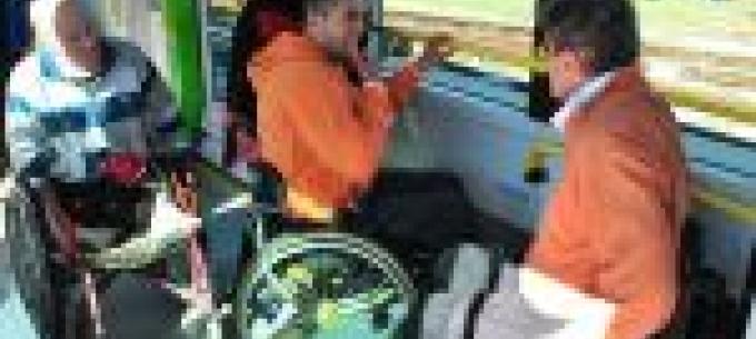 Látássérültek és mozgáskorlátozottak ismerkedtek az új Skoda villamossal