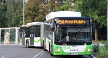 Plusz egy 54-es autóbusz indul