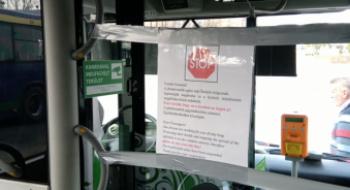 Az autóbuszok első részét elkordonozza az MVK